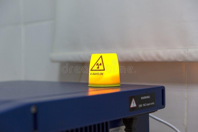 Sinal de aviso do raio X imagem de stock