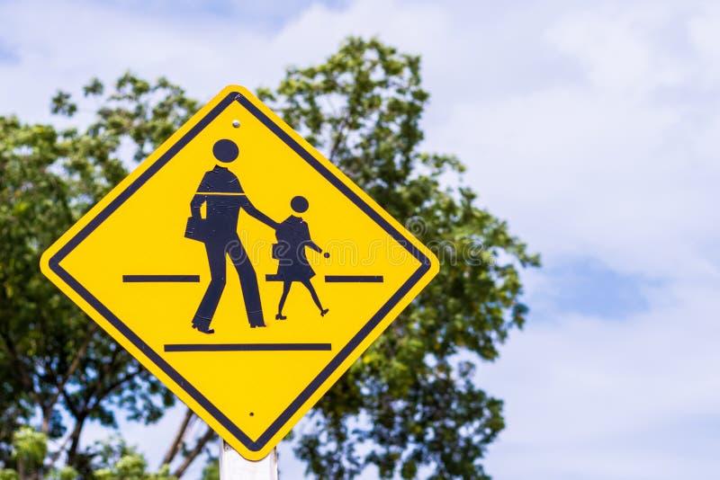 Sinal de aviso para a escola dos estudantes imagens de stock