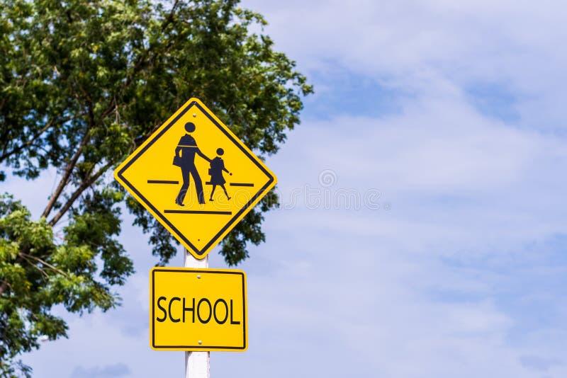 Sinal de aviso para a escola dos estudantes imagem de stock royalty free
