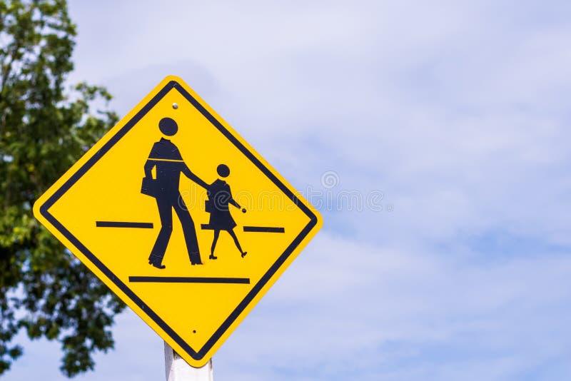 Sinal de aviso para a escola dos estudantes fotografia de stock