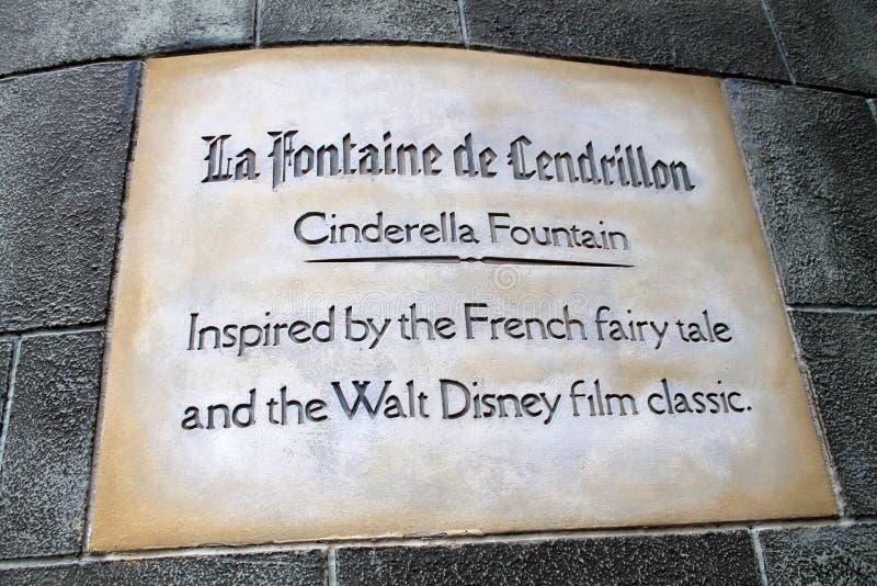 Sinal de Cinderella Castle no reino mágico fotografia de stock