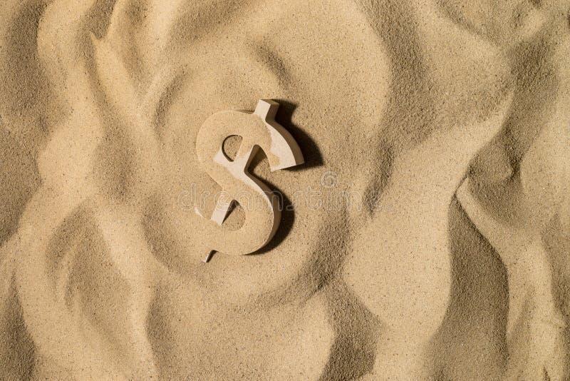 Sinal de dólar na areia foto de stock royalty free