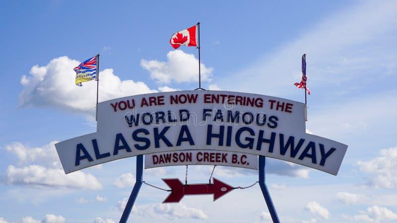Sinal de Entrada na Estrada do Alasca imagens de stock