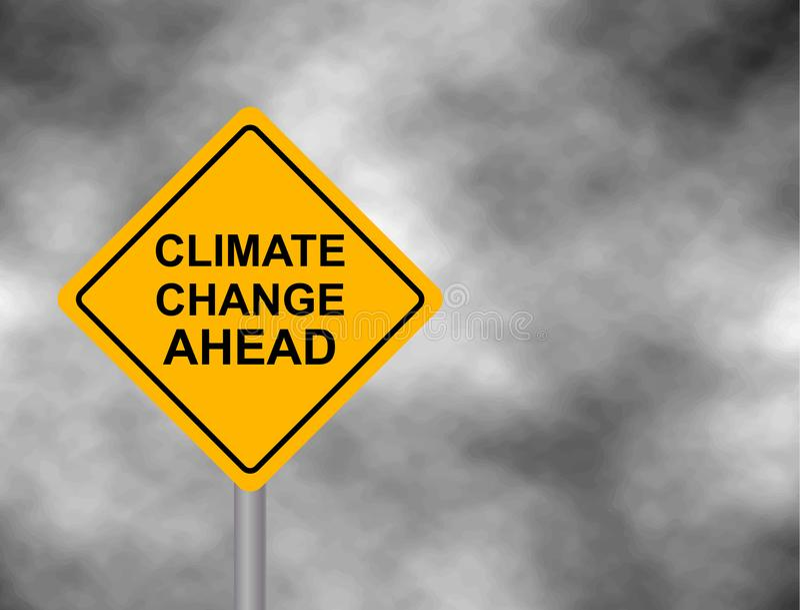 Sinal de estrada amarelo do perigo com mensagem das alterações climáticas adiante Bord isolou-se em um fundo cinzento do céu Ilus ilustração royalty free