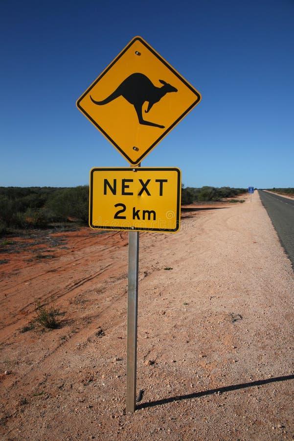 Sinal de estrada australiano do canguru fotos de stock