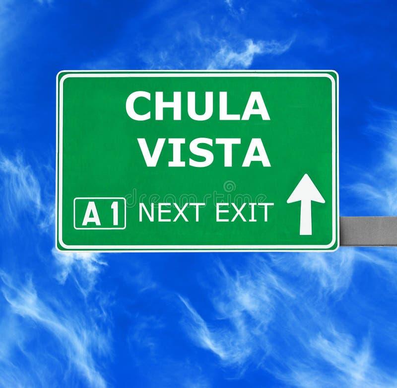 Sinal de estrada de CHULA VISTA contra o céu azul claro imagem de stock