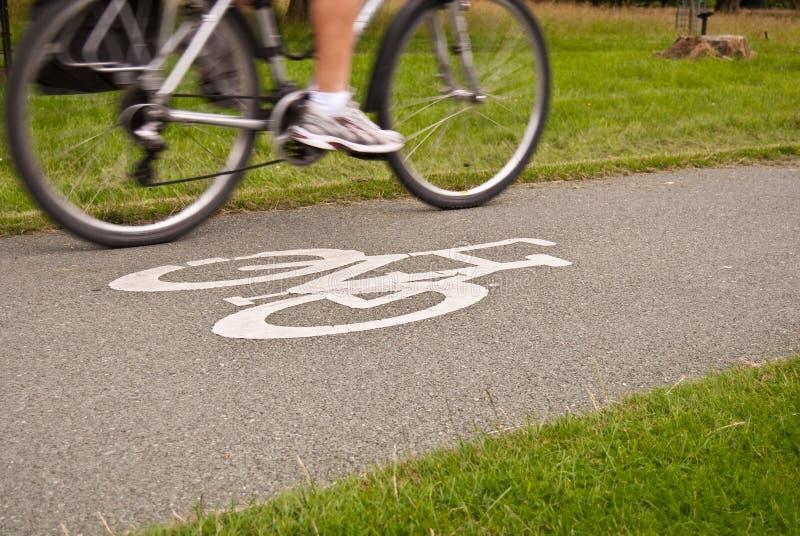 Sinal de estrada da pista de bicicleta imagem de stock