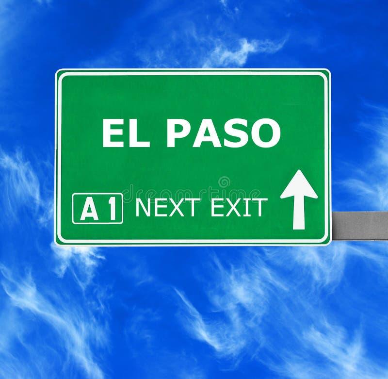 Sinal de estrada de EL PASO contra o céu azul claro imagem de stock