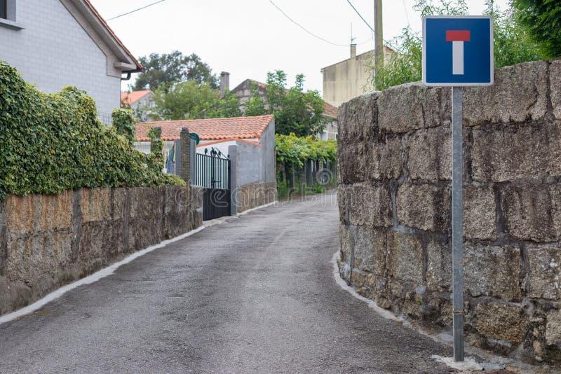 Sinal de estrada em um sem saída na rua fotografia de stock royalty free
