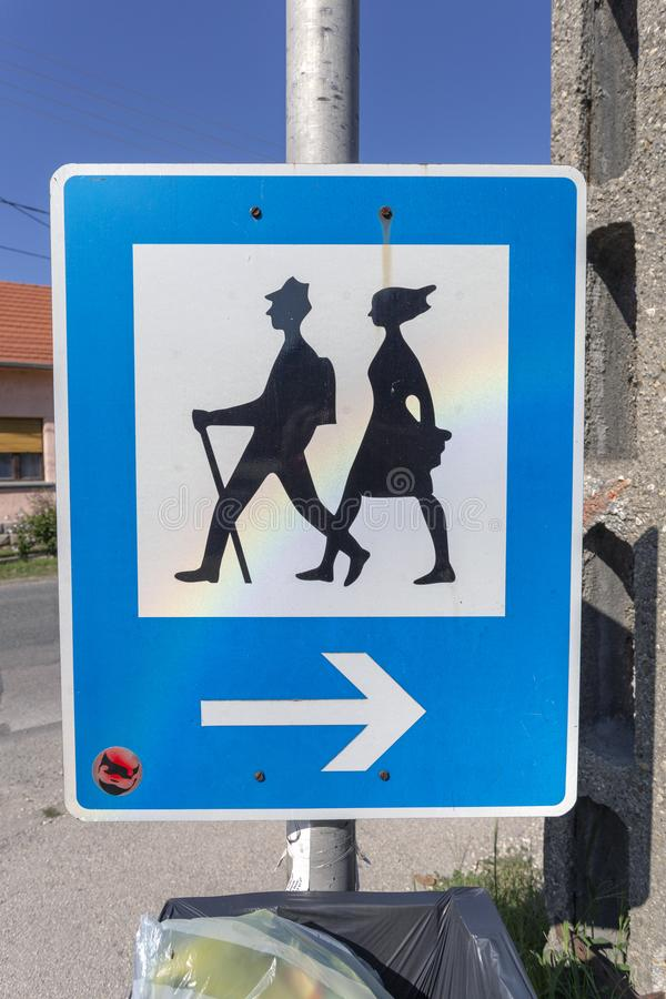 Sinal de estrada Hiker nas montanhas Pilis, Hungria fotos de stock royalty free
