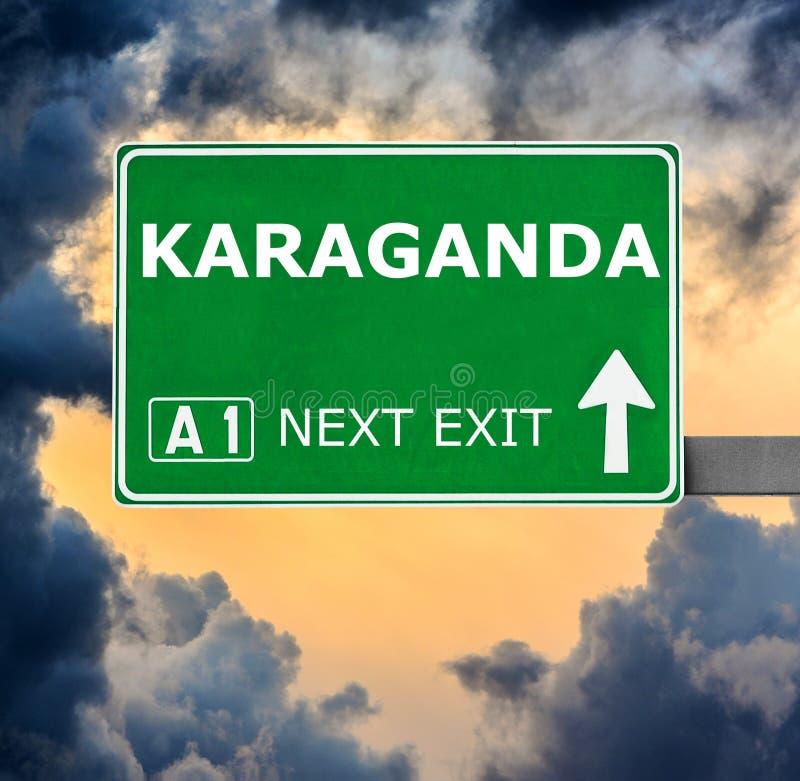 Sinal de estrada de KARAGANDA contra o c?u azul claro foto de stock royalty free