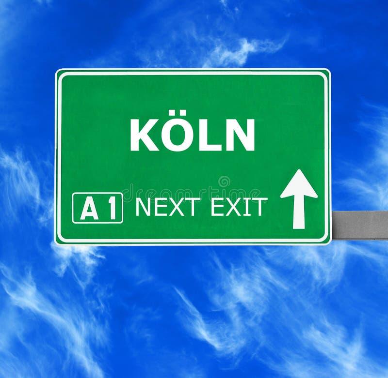 Sinal de estrada de KOLN contra o c?u azul claro foto de stock