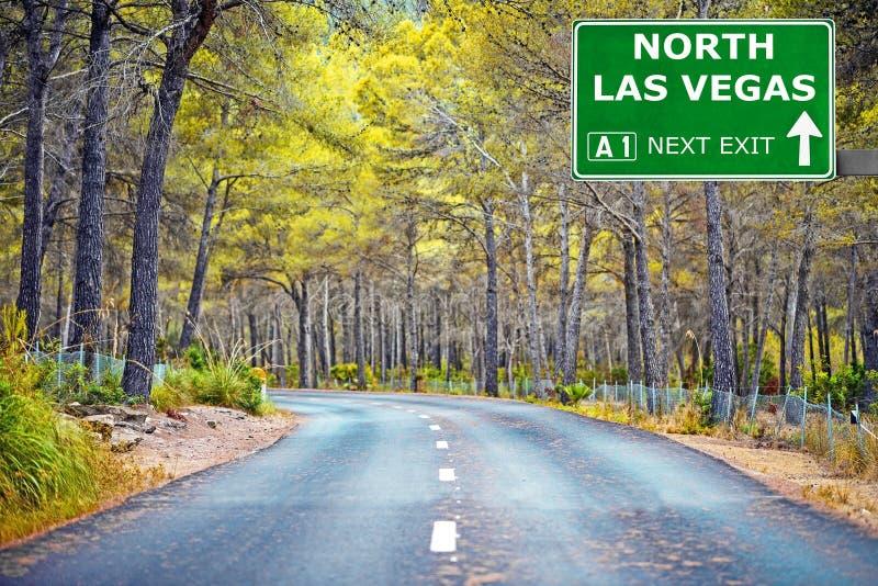Sinal de estrada NORTE de LAS VEGAS contra o c?u azul claro imagens de stock royalty free