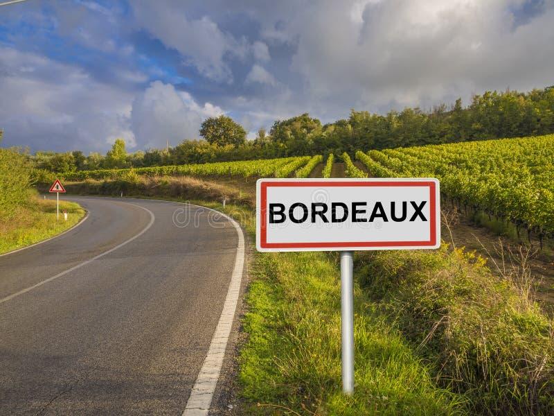 Sinal de estrada para a região do Bordéus, França imagem de stock