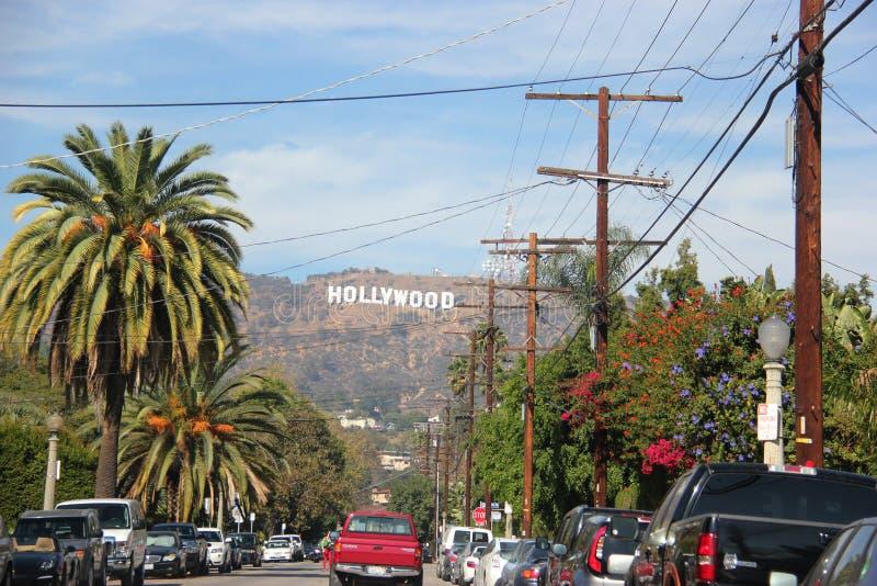 Sinal de Hollywood em um céu azul foto de stock