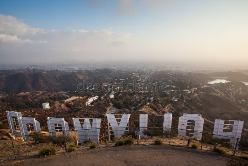 Sinal de Hollywood no por do sol imagem de stock
