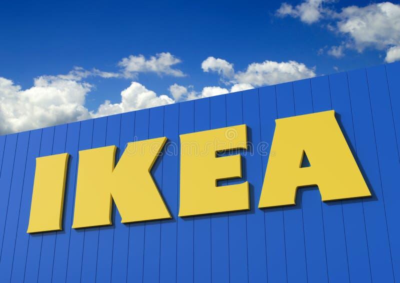 Sinal de IKEA na construção azul foto de stock royalty free
