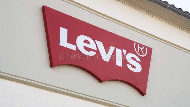 Sinal de Levi Strauss em uma parede foto de stock