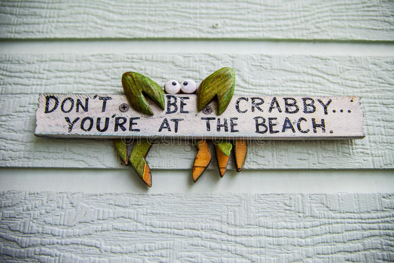 Sinal de madeira da praia foto de stock