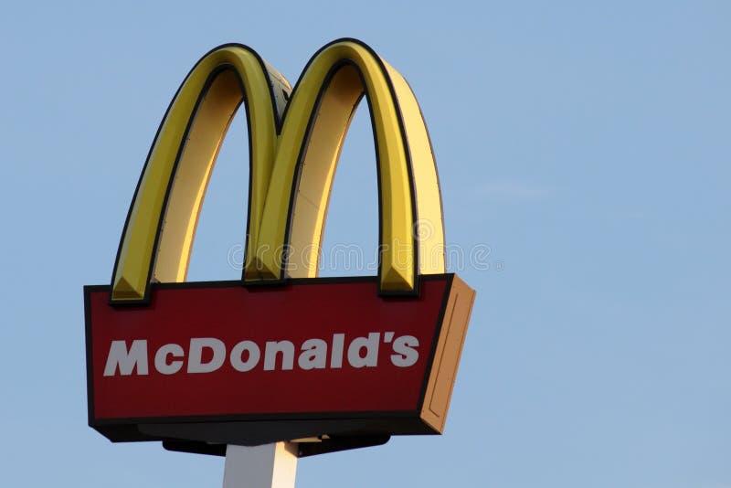 Sinal de McDonalds imagem de stock