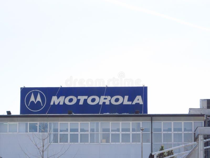 Sinal de Motorola em uma construção fotografia de stock