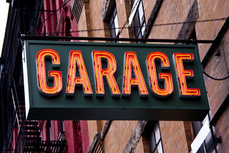 Sinal de néon da garagem foto de stock
