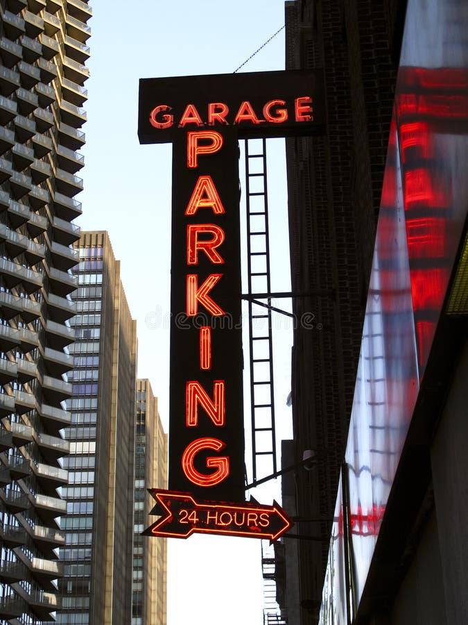 Sinal de néon da garagem de estacionamento foto de stock royalty free