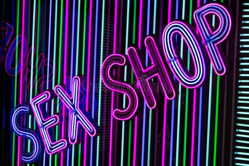Sinal de néon da loja do sexo fotografia de stock