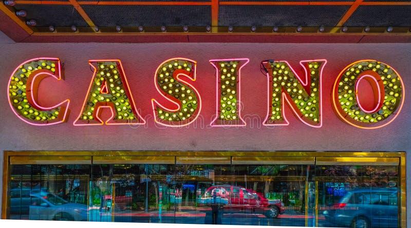Sinal de néon do casino fotografia de stock