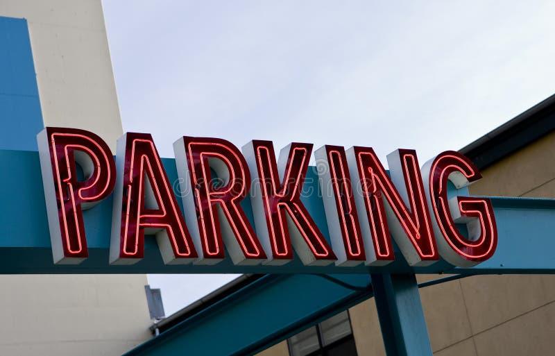 Sinal de néon do estacionamento fotografia de stock