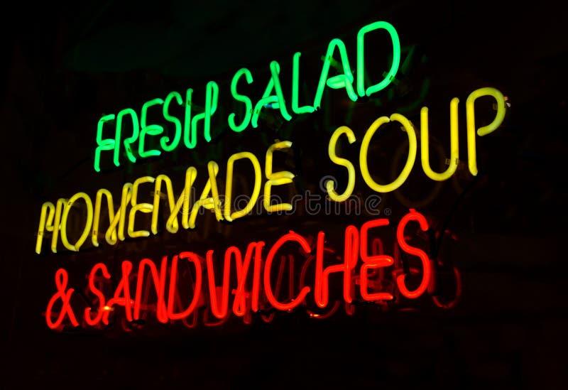 Sinal de néon do sanduíche da sopa da salada imagem de stock royalty free
