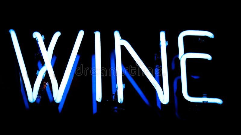 Sinal de néon do vinho fotografia de stock