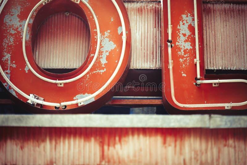 Sinal de néon do vintage e fundo das letras imagem de stock