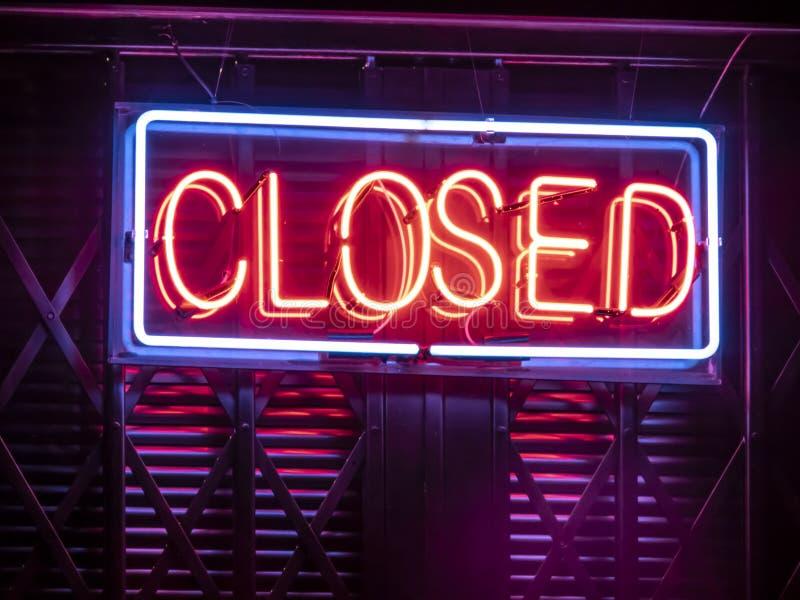 Sinal de néon fechado fotos de stock royalty free