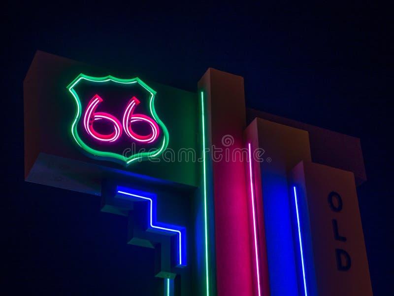 Sinal de n?on da rota 66 Albuquerque, nan?metro imagem de stock