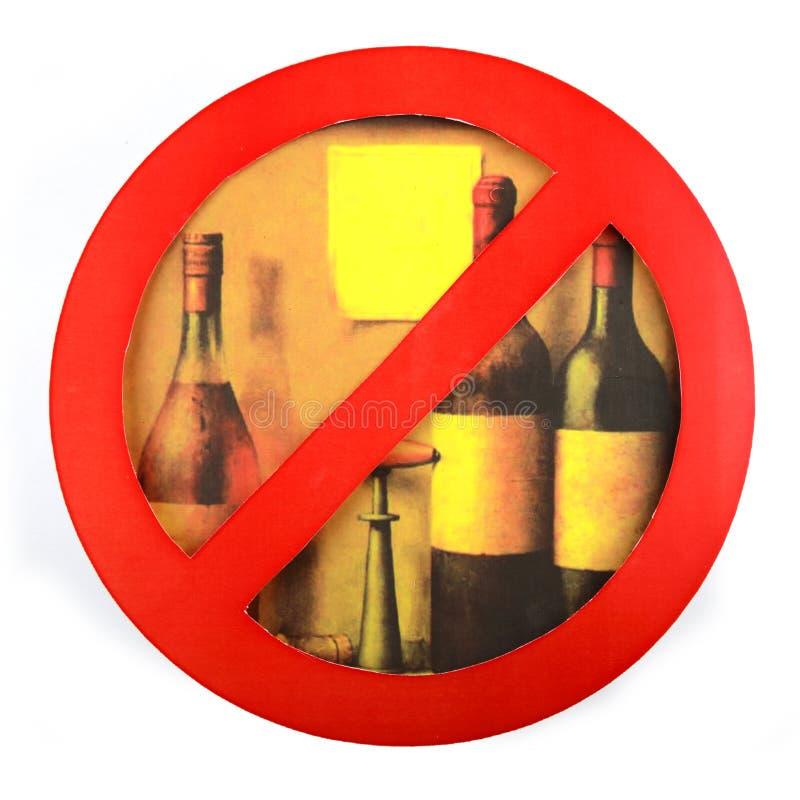 Sinal de nenhum isolado do álcool da bebida um fundo branco fotografia de stock