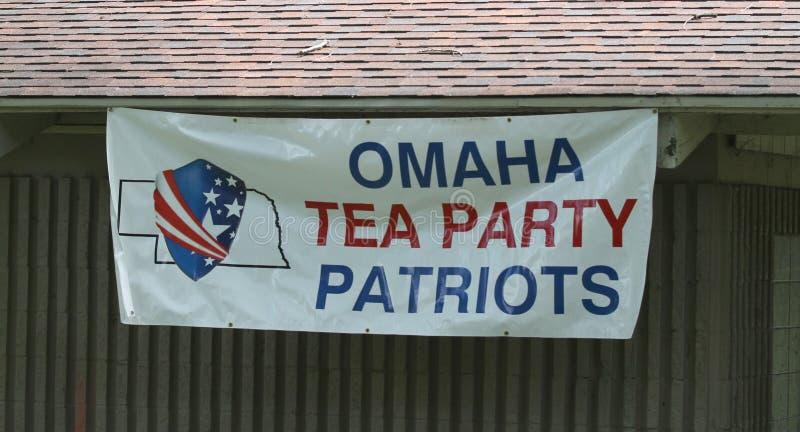 Sinal de Omaha Tea Party Patriots na reunião do tea party imagem de stock