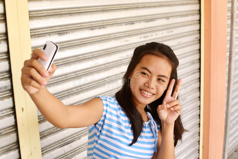 Sinal de paz Selfie imagem de stock