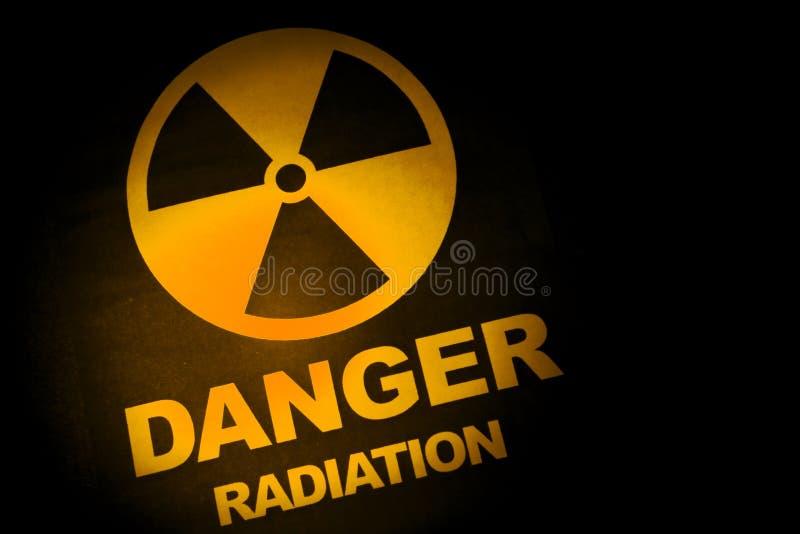 Sinal de perigo da radiação fotografia de stock