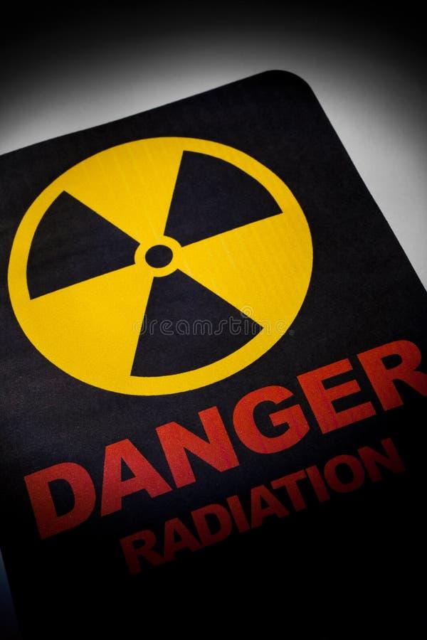 Sinal de perigo da radiação imagem de stock