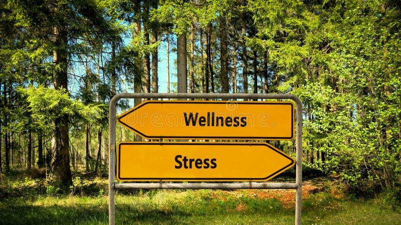 Sinal de rua ao bem-estar contra o esfor?o fotografia de stock