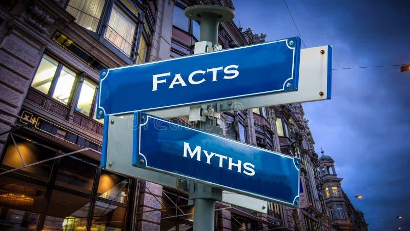 Sinal de rua aos fatos contra mitos fotos de stock