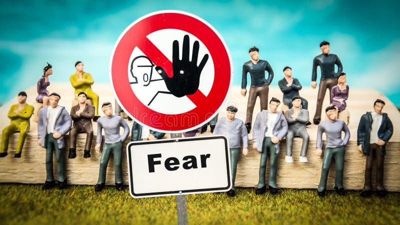 Sinal de rua ? coragem contra o medo fotografia de stock