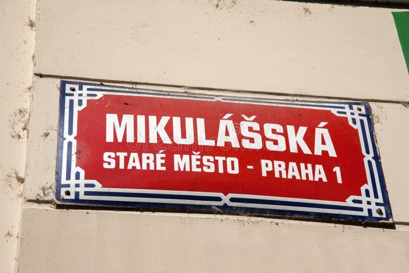 Sinal de rua de Mikulasska; Vizinhança de Mesto do olhar fixo; Praga imagens de stock royalty free