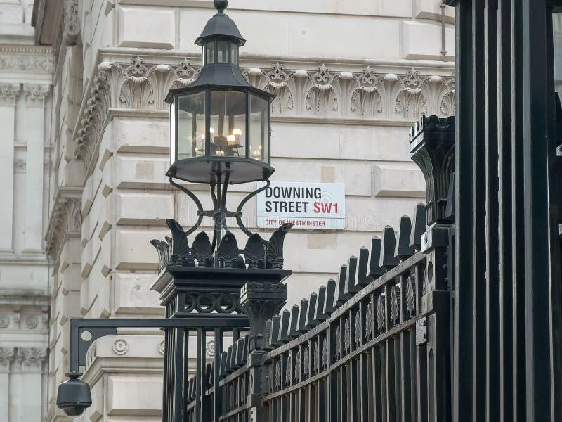 Sinal de rua fora de Downing Street em Londres fotografia de stock royalty free
