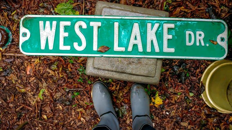 Sinal de rua ocidental da movimentação do lago imagens de stock royalty free