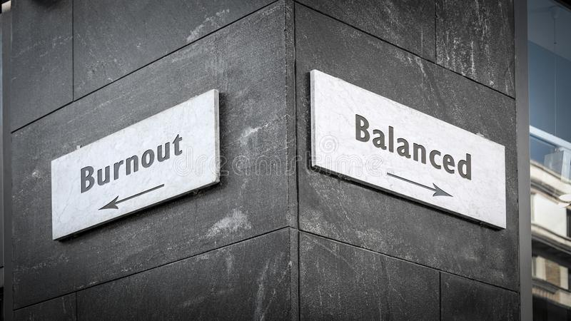 Sinal de Rua para Equilibrado versus Burnout fotografia de stock royalty free