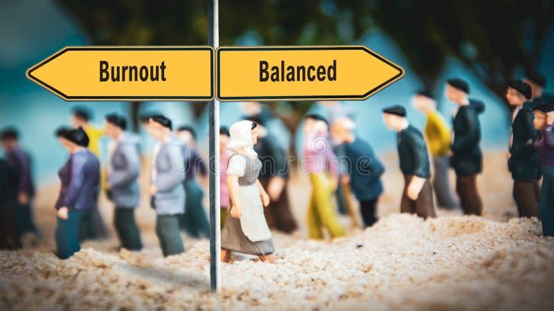 Sinal de Rua para Equilibrado versus Burnout fotografia de stock