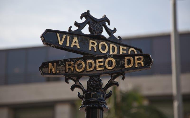Sinal de rua para a movimentação do rodeio, Beverly Hills, CA imagens de stock
