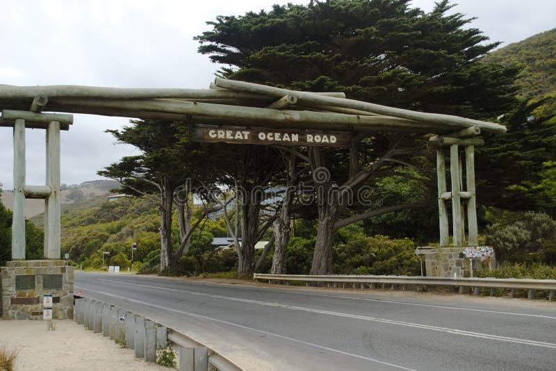 Sinal de rua que marca o começo da grande estrada do oceano, Victoria, Austrália fotografia de stock